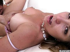 Kendall shows her slutty side in cumshot action