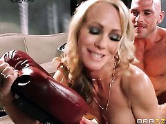 Simone Sonay finds herself blowing Johnny Sinss sturdy boner
