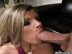 Billy Glide stretches enchanting Kristal Summerss mouth with his meaty tool to the limit