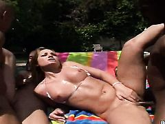Blonde Flower Tucci has a great time eating Justin Longs beaver