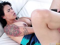 Dana Vespoli wraps her lips around Keiran Lees rock solid schlong