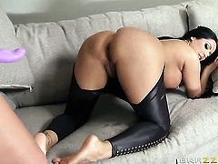 Kiara Mia looks for a chance to get orgasm after carpet munching with Phoenix Marie