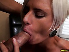 Blonde Catarina cant live a day without taking stiff worm in her mouth