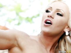 Keiran Lee makes scream and shout with his throbbing boner in her love box