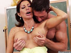 Johnny Castle has unforgettable sex with Chica Tara Holiday with giant melons and trimmed snatch