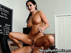 Seth Gamble cant resist good looking Ava Addamss acttraction and fucks her like crazy