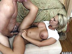 Brianna Beach tries her hardest to make horny dude bust a nut with her mouth
