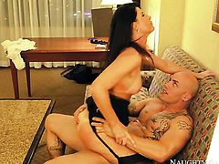 Derrick Pierce buries his sturdy dick in incredibly hot India Summers honeypot