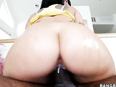Casey Cumz with phat bottom cant resist the desire to take heavy money shot on her face