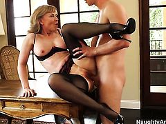 Nina Hartley with phat booty and bald muff wants Danny Wyldes meat stick to fuck her cunt hard