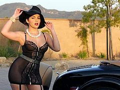 Watch this magnificent lady, doing a superb solo teasing by a vintage car and taking off her gang costumes, until she is in her hat, stockings and heels. Bouncing off her bubble butt, lady walks into a room, find herself a chair and starts touching herself, moaning with shivering pleasure. Watch and enjoy!