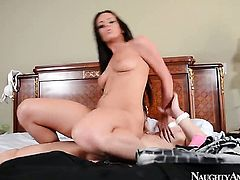 Sex obsessed gal Rahyndee James does her best to make hard dicked guy Emerge ejaculate