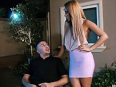 Keiran Lee plays hide the salamy with Missy Martinez with round butt