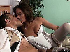 Michelle Lay has some time to give some oral pleasure to Jay Huntington