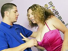 Kiki Daire loves her fuck buddy in this hardcore session