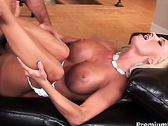Lichelle Marie parts her legs to take hard dick in her muff pie