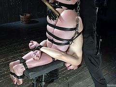 Not even in her most thrilling dreams, had slutty Mandy Muse tried out the bondage device, a fierce creation supposed to bring both pain and intense pleasure. See the naked bitch completely helpless, hands and legs tied, while wearing a ball gag. Sex toys, such as dildos and vibrators are included in the game.