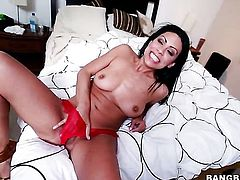 Cassandra Cruz jerks man off with wild passion