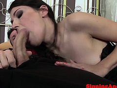 Amateur babe hairy clit fingered