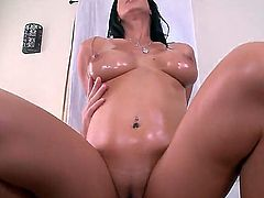 Isis Love oiled her tits