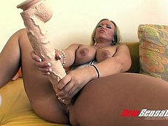 Delightful blond mom Austin Taylor likes steamy solo on her favorite sofa