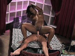 Miss Psexy needs nothing but her mans hard pole in her mouth to get orgasm