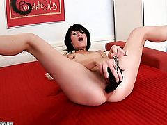 Teen is too horny to stop toying her vagina