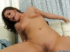 Joey Brass attacks gorgeous Gracie GlamS muff with his love torpedo
