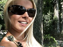 Blonde Brandy Smile puts on a solo show you cant miss