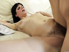 Jon Jon gets pleasure from fucking Bobbi Starr in her muff after she gives mouth job