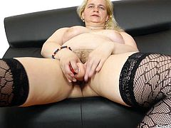 mature czech bitch masturbating