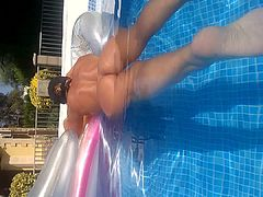 arse in pool