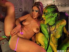 Hot threesome with an alien