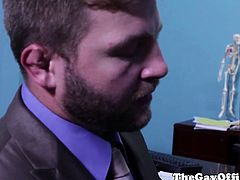 Office twink banged by muscular boss in office