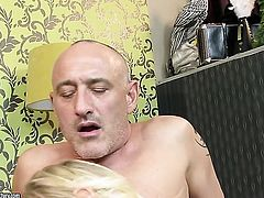 Blonde does her best to make hot guy ejaculate