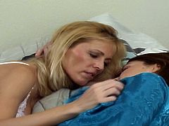 Blonde cougar pleasuring the pussy of a brunette and vice versa