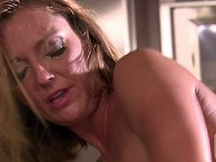 Hot bodied cougar Brenda James with sexy tits and ass gets her dripping wet hole drilled by sturdy young cock in the kitchen. Four-eyed guy bangs pasisoante mature woman with wild desire.
