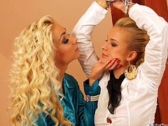 Lesbian bombshells in an electrifying toy fucking session