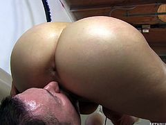 Aerobics hottie covered in oil and sucking on a dick