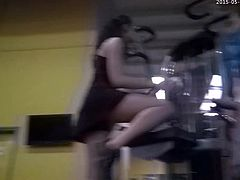 Gym Slut Puts On A Sexy Show