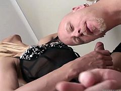 samantha knows exactly what to do with her dick @ transsexual road trip #18
