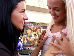 Foot fetish fun for gorgeous lesbian teens in sapphic sex session