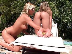 Blonde Eve Smile finds Nelly Sullivan sexy and inserts her tongue in her love box