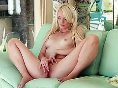 Zoey Paige demonstrates her neat honeypot in solo scene