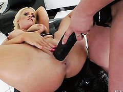Nicki Hunter and Dee Siren part their legs legs wide for each other and have lesbian fun