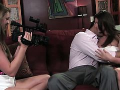Victoria Lawson gets down on her knees to gives mouthjob to handsome guy