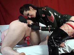 Mistress in latex strapon fucks a sub guy