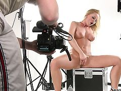 Silvia Saint cant live a day without dildoing her hole