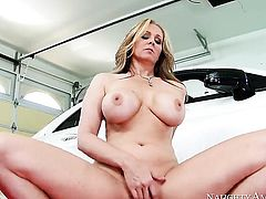 Fuck crazed exotic stunner Julia Ann gets her snatch fucked by Johnny Castle