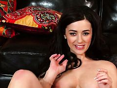 Prettied up hottie Taylor Vixen with juicy tits and smooth twat plays with her soaking wet pussy in solo scene